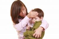Rizikovým obdobím, kdy nás nejvíce ohrožují chřipkové viry, jsou podle odborníků přechodová roční období a období teplotních výkyvů. Jedním z příznaků nachlazení jsou zvýšené teploty, chřipku obvykle provází vysoká horečka.