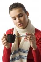 Lékaři radí při léčbě nachlazení nesnižovat teplotu, pokud není vyšší než 38 stupňů Celsia. Jde totiž o obrannou reakci organismu, která pomůže likvidovat viry.