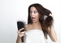 Jak řešit problém s nadměrným vypadáváním vlasů?